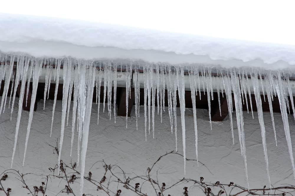 Kelowna Home Inspector | C4U Inspections | Ice dam build up on roof